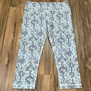 VMMV white print cropped leggings NWOT, L